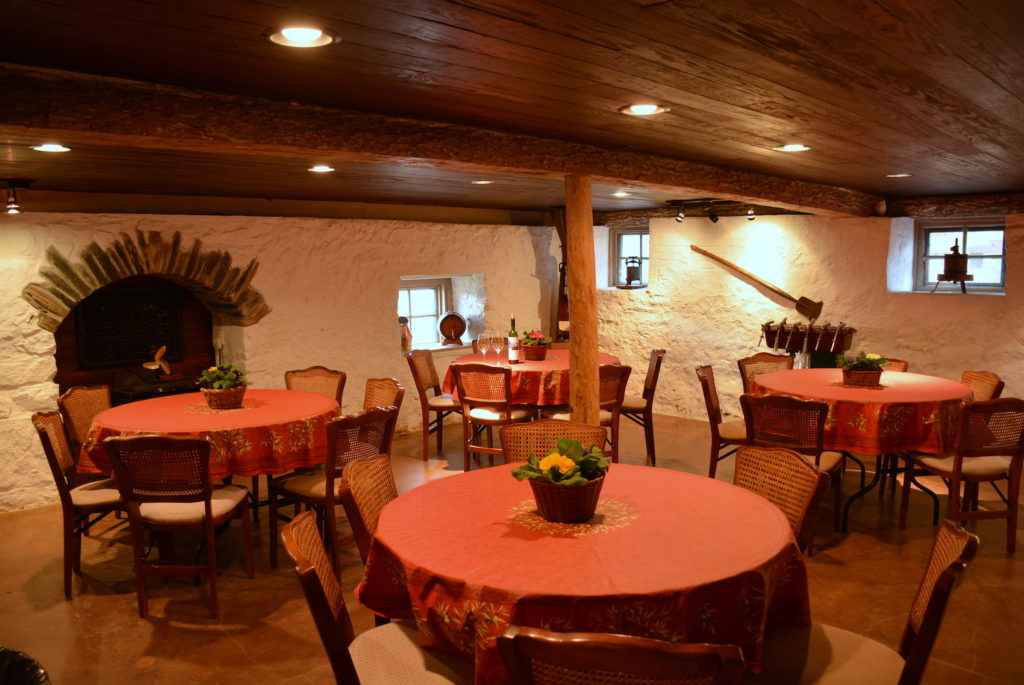St Vincent Room With 4 Round Tables